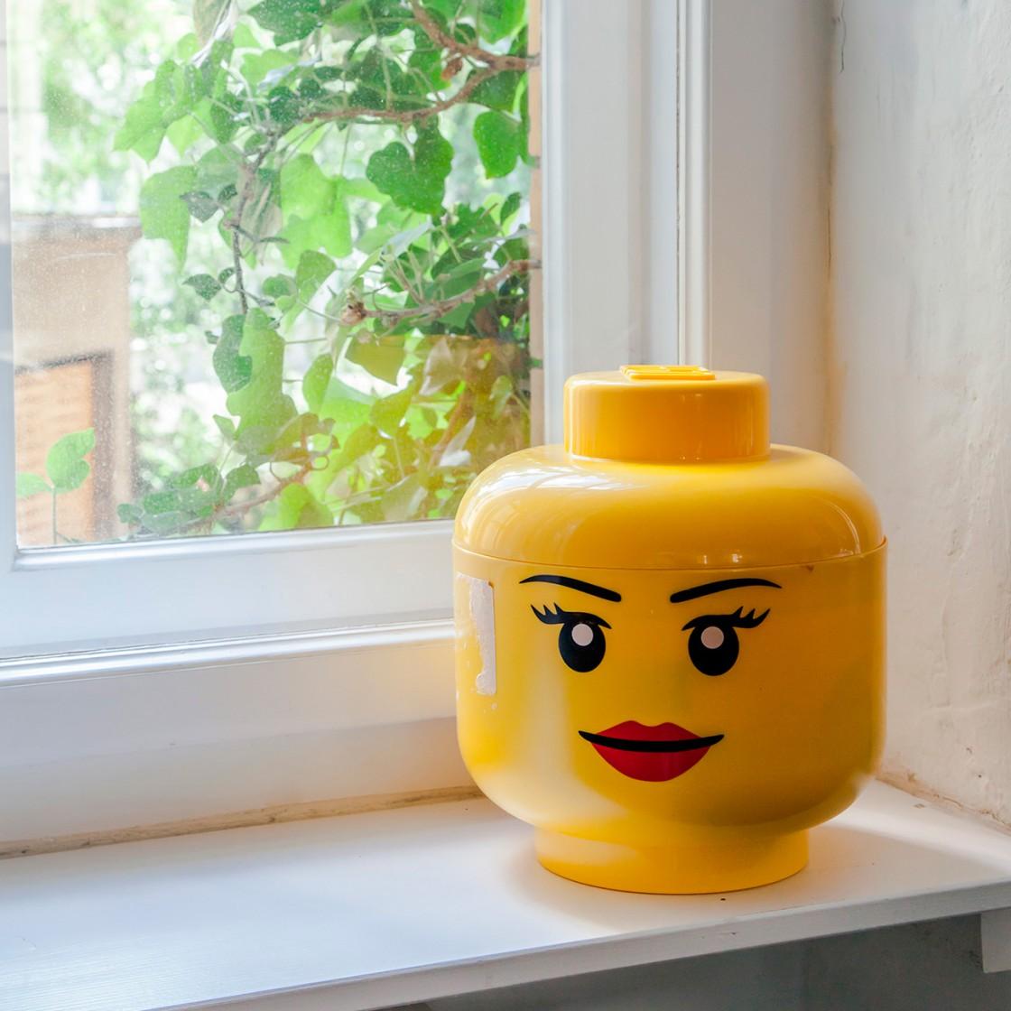 Lego-Dekoration am Fenster