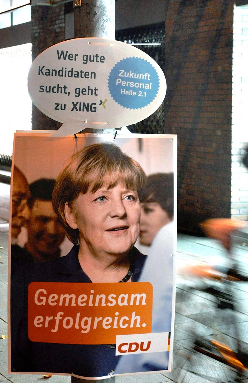 CDU Angela Merkel Wahlplakat - XING Guerrilla Aktion