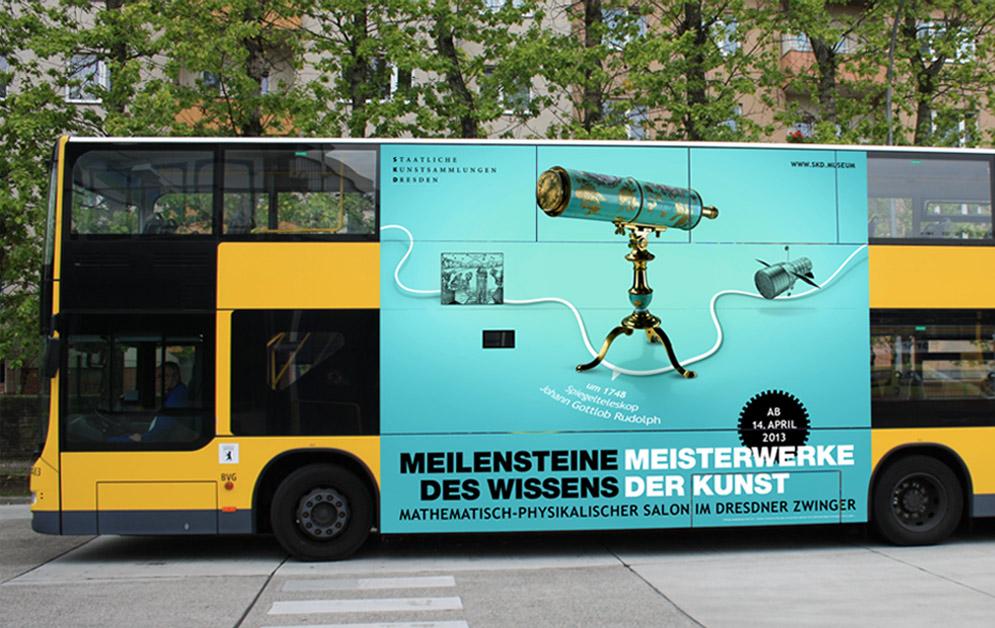 Beklebter Bus - SKD - Mathematisch-Physikalischer Salon
