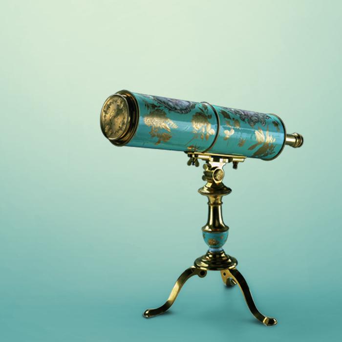 Teleskop auf blauem Hintergrund - SKD - Mathematische-Physikalischer Salon Beitragsbild