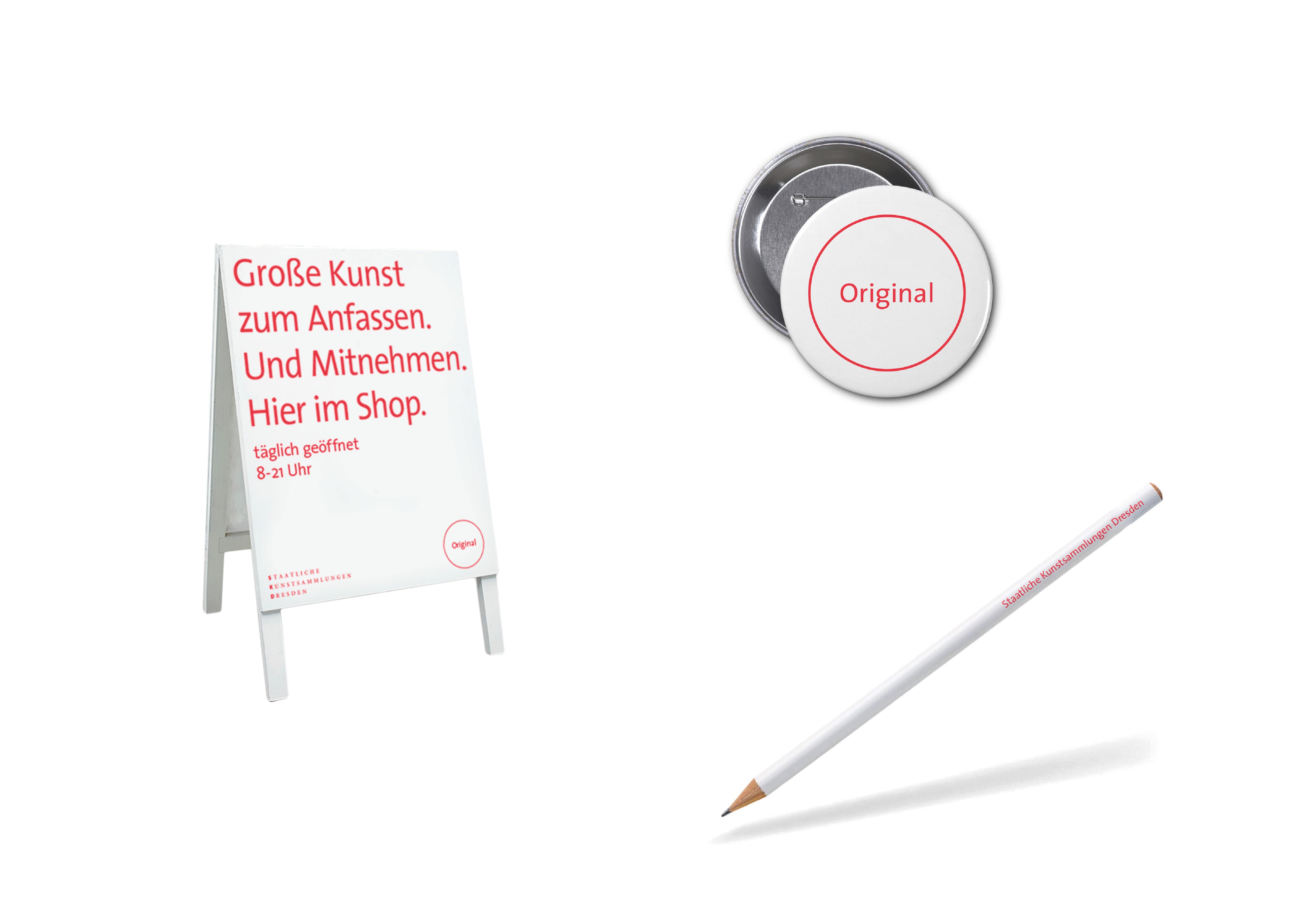 SKD Original Merchandise - Aufsteller, Pin und Bleistift